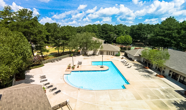 East Perimeter Pointe Apartment Homes Pool